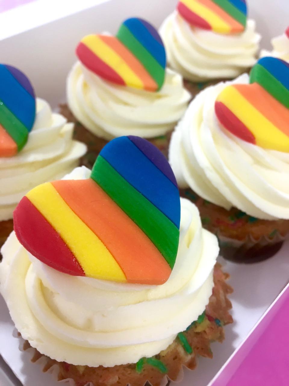 pride-2018-cupcakes-box