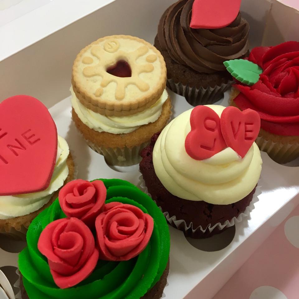 valentine-cupcakes-2019-6-box